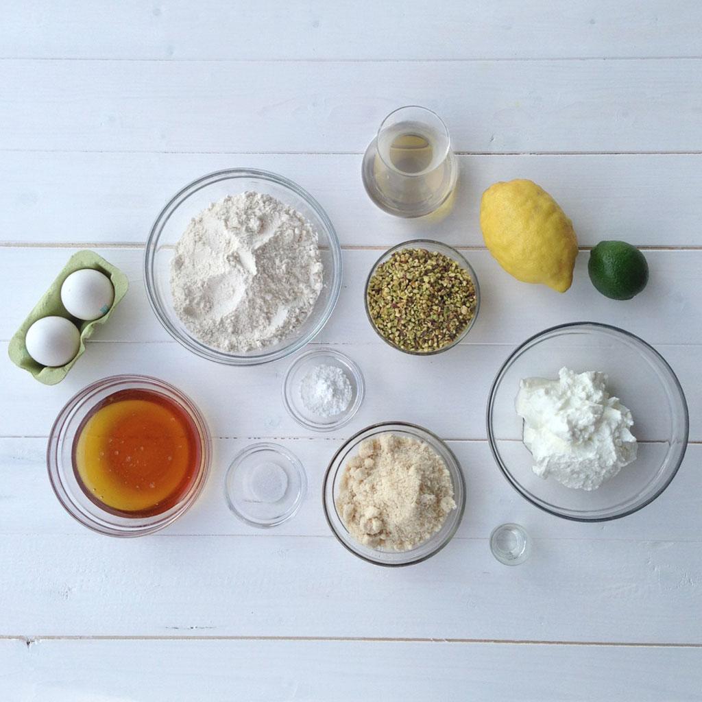 torta_mandorle_pistacchi_ingredienti