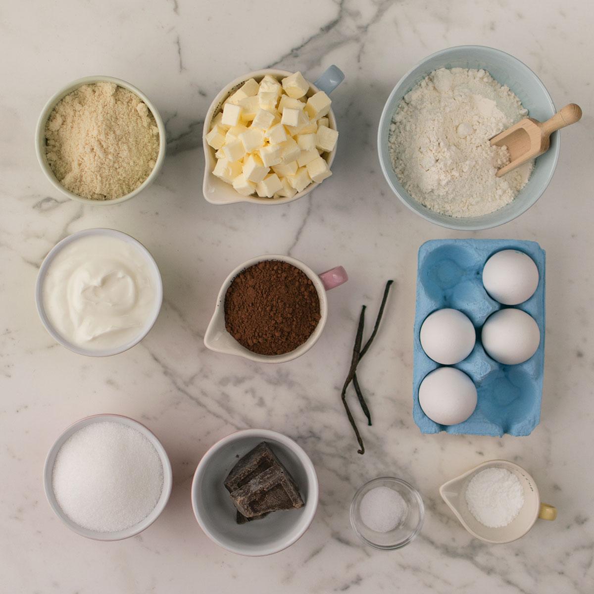 bundt_cake_cioccolato_mandorle_ingredienti
