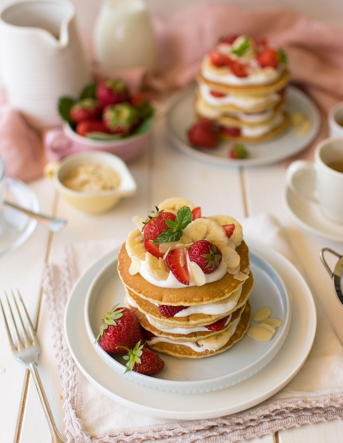pancakes_fragole_banana_mandorle_ricetta