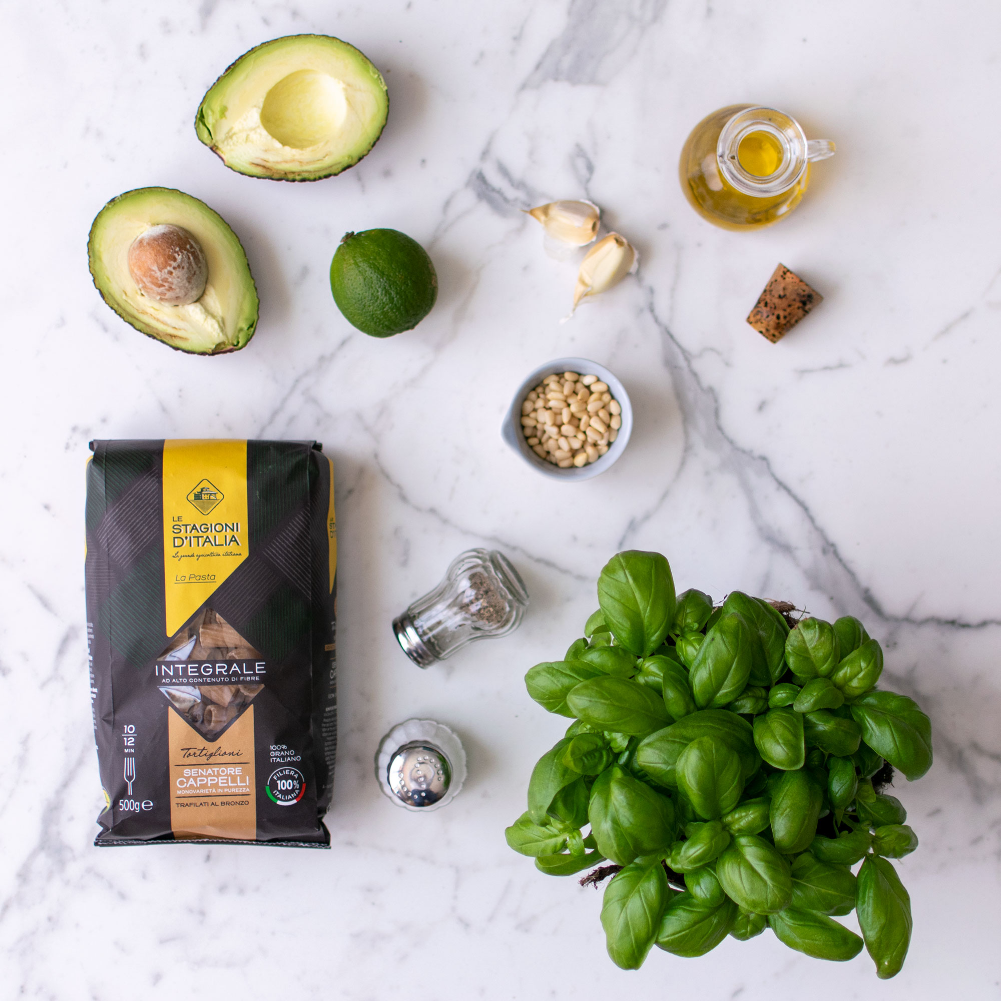 pesto_avocado_basilico_pinoli_tortiglioni_ingredienti_2