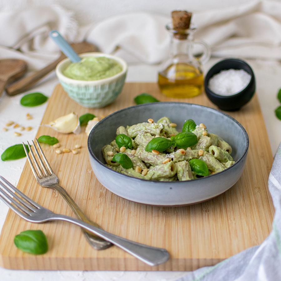 pesto_avocado_basilico_pinoli_tortiglioni_ricetta_2