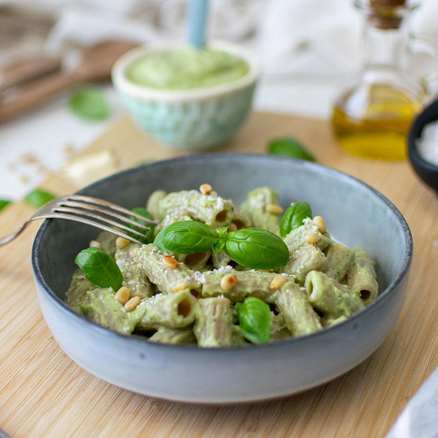 pesto_avocado_basilico_pinoli_tortiglioni_ricetta_3