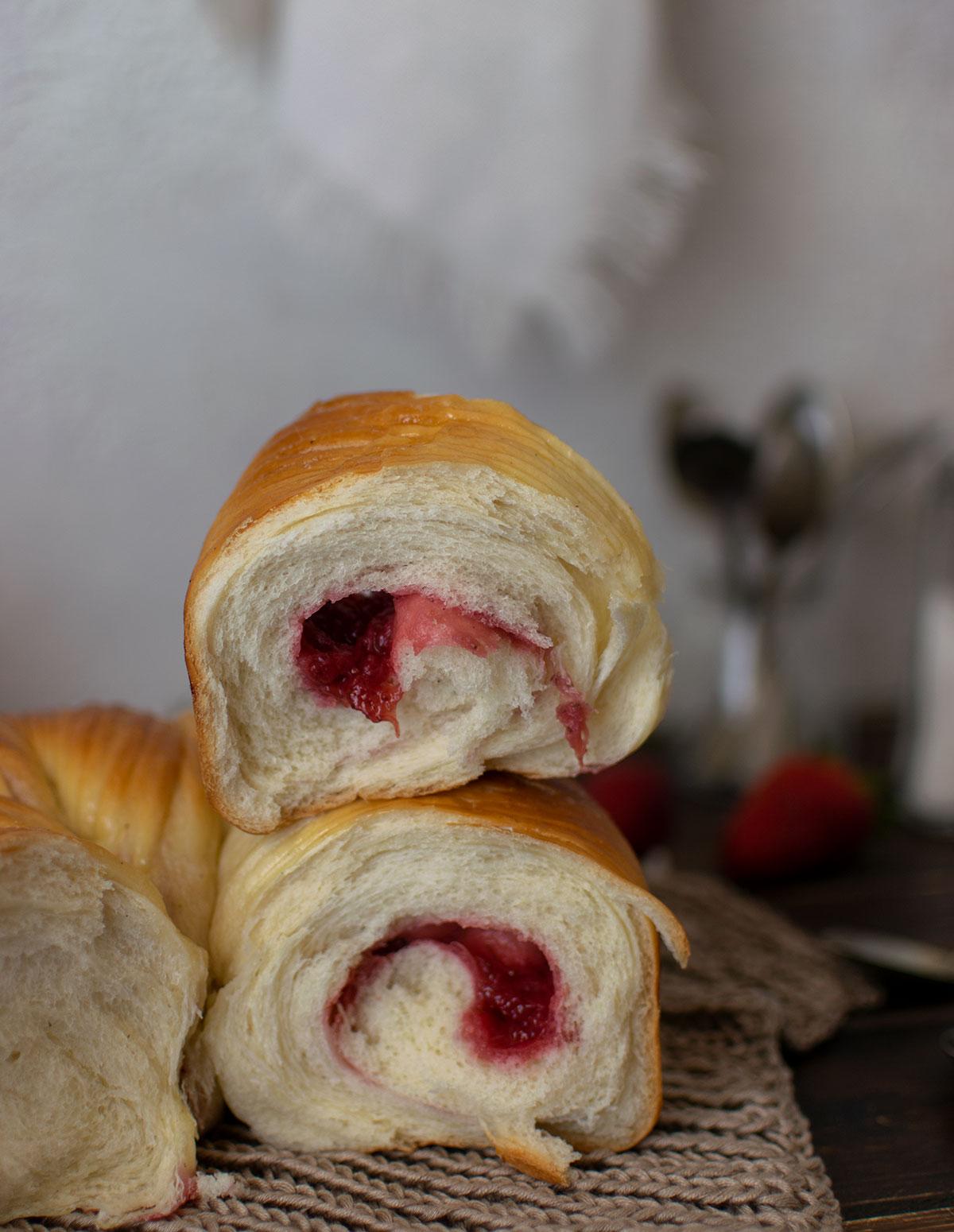 wool_roll_sweet_bread_confettura_fragole_ricetta