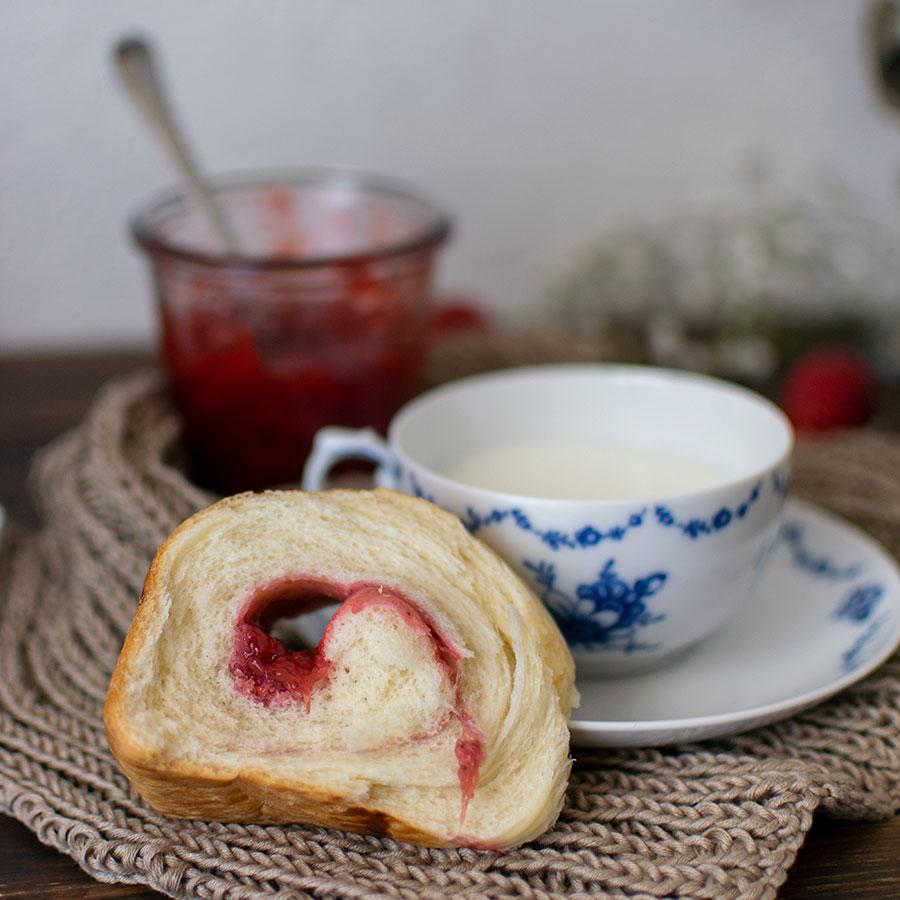wool_roll_sweet_bread_confettura_fragole_ricetta_4